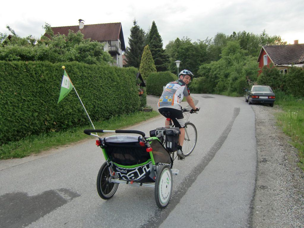 Roland mit Fahrradanhänger